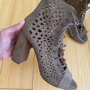 Laser cut taupe lace up bootie heels size 6